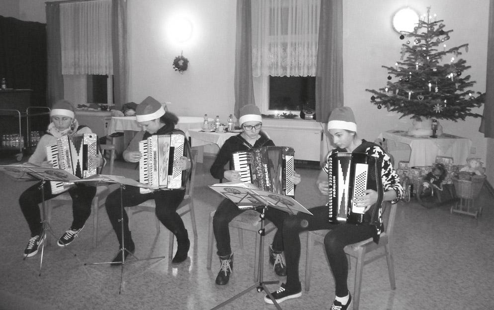 Weihnachtsgrüße Musikalisch.Weihnachtlich Glänzte Es Im Schloss Gemeinde Markersdorf